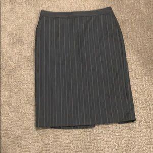 Banana Republic Size 8 Pinstripe Pencil Skirt